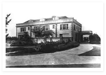 lairmont manor B&W